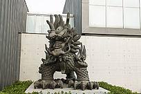 霸气的中国龙塑像