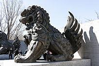 长尾狮子雕塑