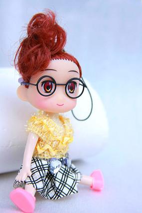 大眼睛芭比娃娃
