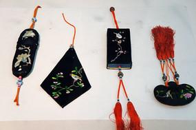 黑缎双面绣花鸟纹挂饰