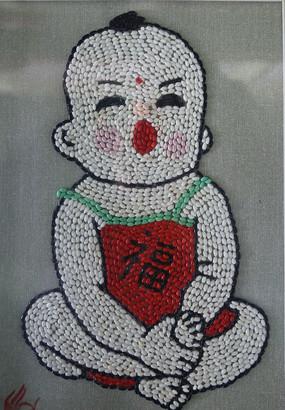 米粒画红肚兜婴儿图
