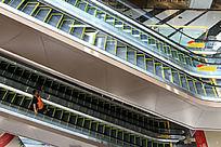 万达广场宽阔的扶梯