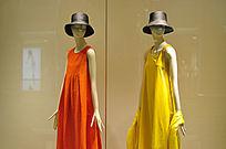 时尚服装店橱窗模特