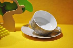 时尚简约的茶杯