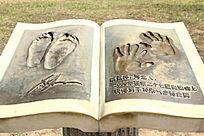 奥运冠军蔡亚林手脚印铜雕