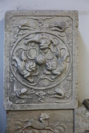 龙凤图案石刻碑