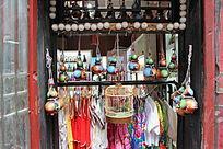 手工艺品店的橱窗