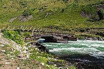 乌鲁木齐木桥河流高山素材图