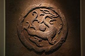 古代的龙纹图案壁刻