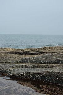 海岸边漂亮的石头