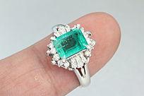 哥伦比亚天然帝王绿祖母绿戒指