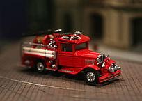 红色的救火车模型