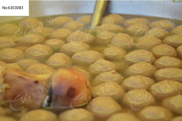 牛骨汤里的牛肉丸图片
