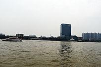 珠江游船和楼群