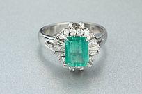 天然帝王绿祖母绿戒指正面