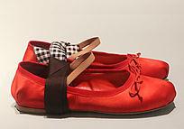 红色女色布鞋