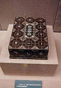 木胎黑漆嵌螺钿盒
