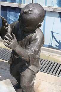 童趣铜雕小男孩捉迷藏雕像