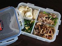 保鲜盒内的食品