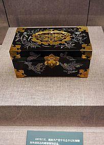 螺钿铜饰漆盒