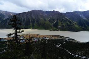 然乌湖群山