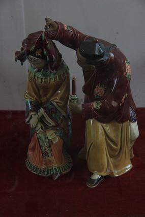 古代新婚夫妇雕塑