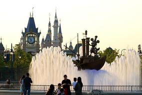 迪士尼城堡前喷水池
