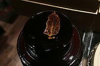 有叶子的陶瓷