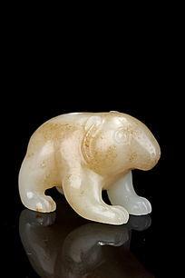 明代新疆和田玉熊雕件