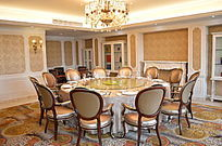 高档餐饮餐桌实景图