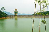 湖泊的水坝