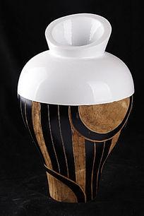 花纹异形花瓶