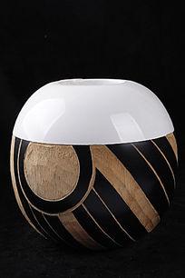 花纹圆形花瓶