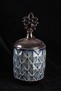 菱形纹理瓷罐