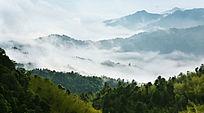 山顶云雾缭绕