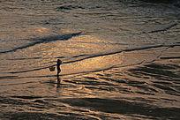 夕阳下的渔民