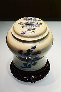 青花花卉盖罐
