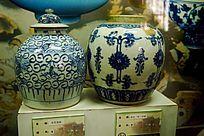 青花陶瓷坛子