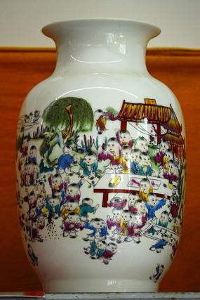 彩绘儿童花瓶