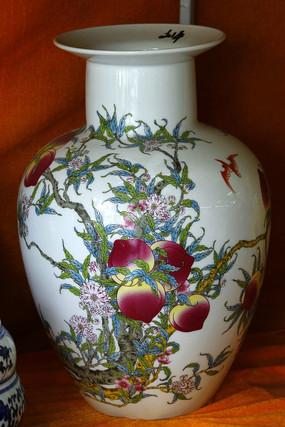 彩绘桃子花瓶