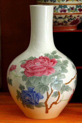 长颈牡丹花瓶