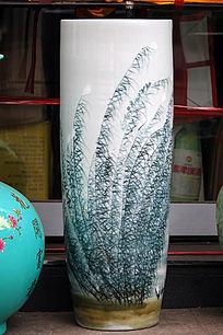 彩绘白绿花瓶