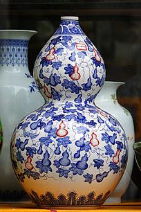 彩绘青瓷花瓶