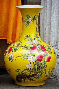 黄色彩绘红花花瓶