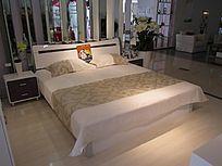 豪华大气卧室家具图片