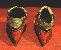 中国传统服饰刺绣三寸金莲
