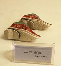 中国传统服饰三寸金莲