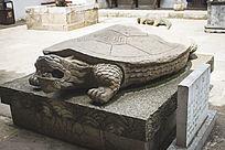 寺庙的巨型乌龟雕刻