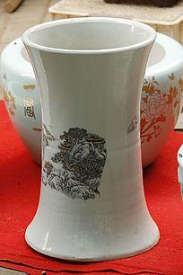 白色彩绘小花瓶