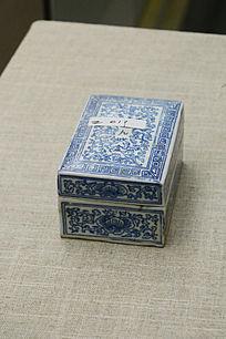 青花陶瓷盒子